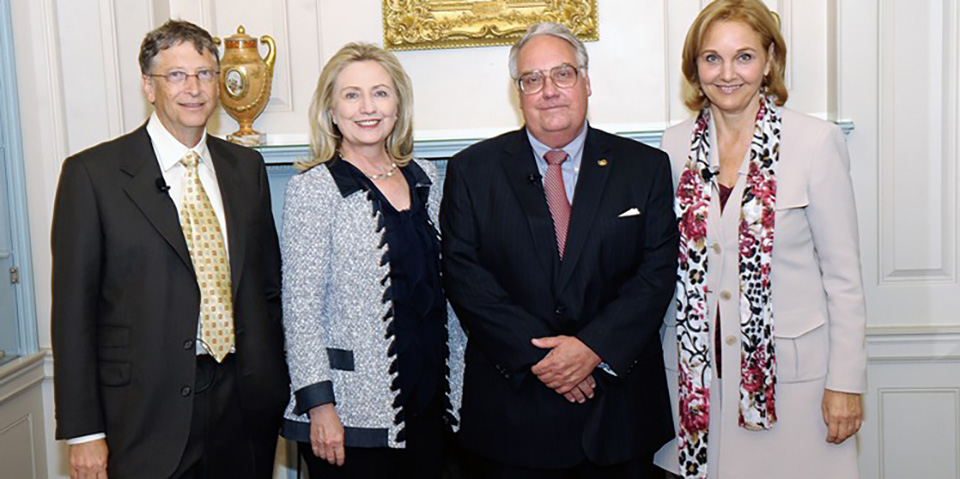 Howard Buffett (second from right) and Bill Gates received the World Food Program's leadership award from former Secretary of State Hillary Clinton and program director Josette Sheeran (far right). (Courtesy of U.S. State Department)