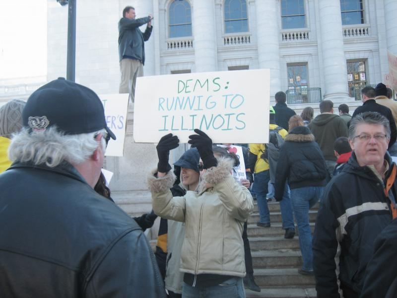 Tea Party member's misspelled sign, Dems: Runnig to Illinois