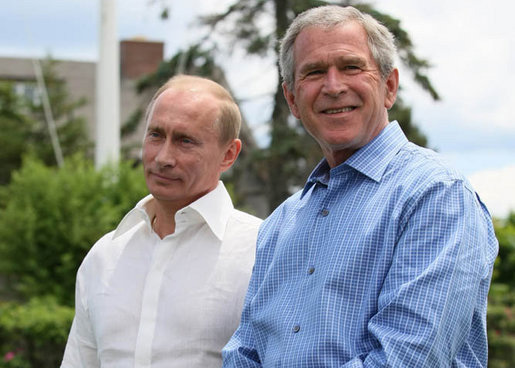 "Vladimir Putin and George Bush (<a href=""http://commons.wikimedia.org/wiki/Image:Vladimir_Putin_and_George_W._Bush.jpg"" target=""_blank"">July 2007)"